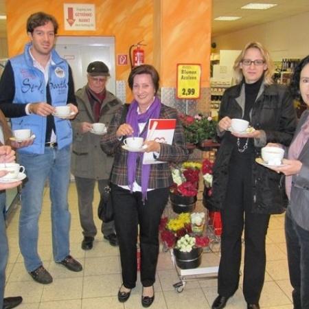 Lisa Winkelmeier-Becker MdB besucht Niederbachemer CAP-Markt (Oktober 2011)
